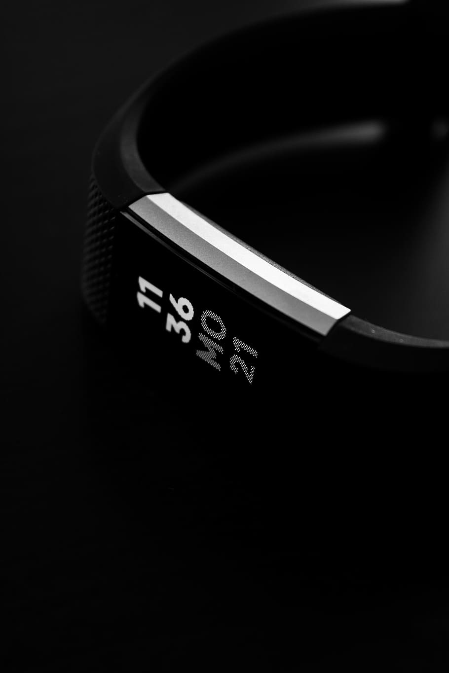 Fitbit Alta Fitness Tracker – Best Way To Track Your Daily Activity